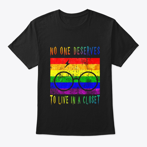 No One Deserves To Live In A Closet T Black T-Shirt Front